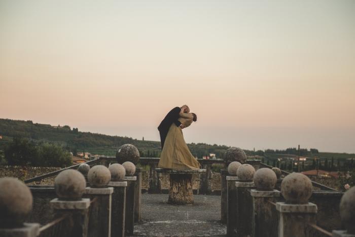 Paula's dress, kiss on pedestal